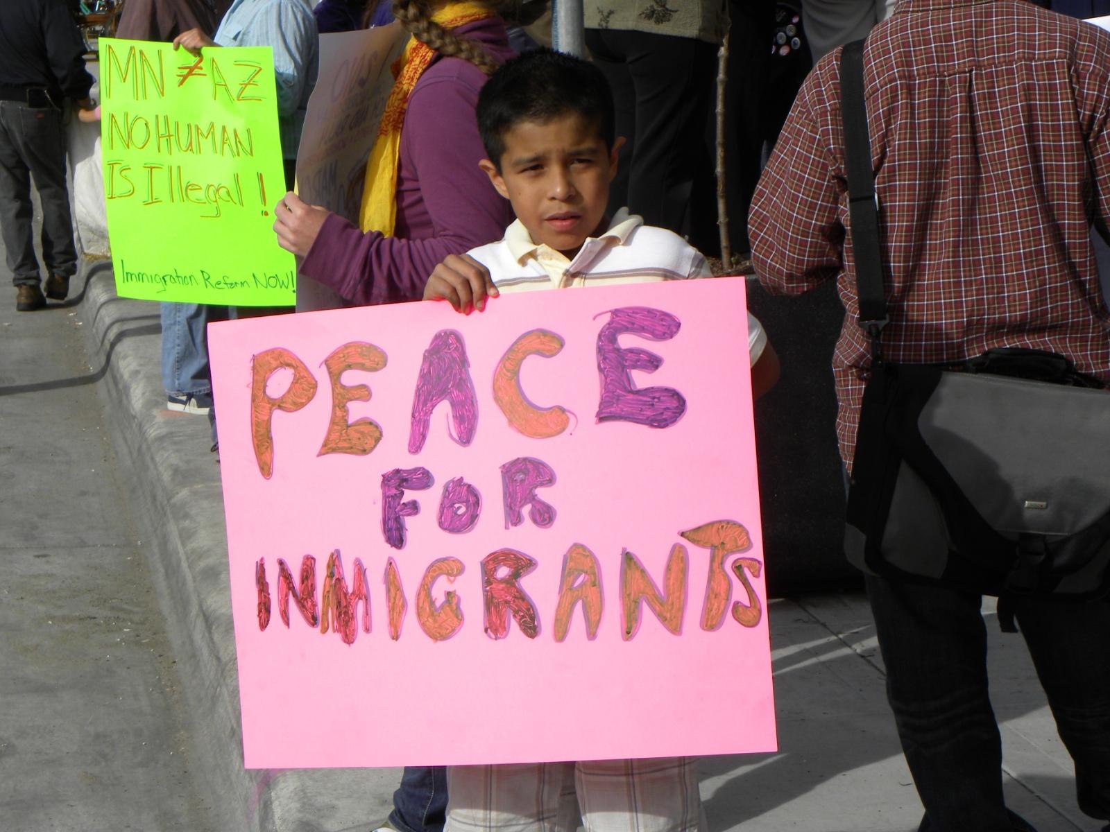 Pomôcť, či nepomôcť imigrantom? Hrozí nám nebezpečenstvo?!