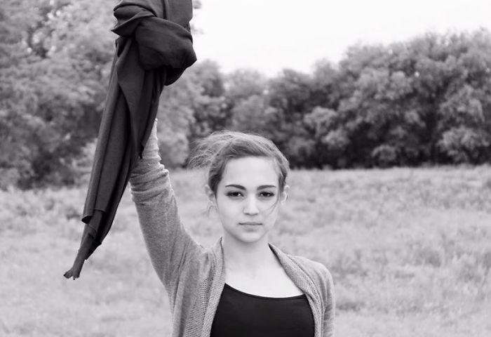Iránska žena protestovala kontroverznou fotkou proti prísnym zákonom Hidžábu