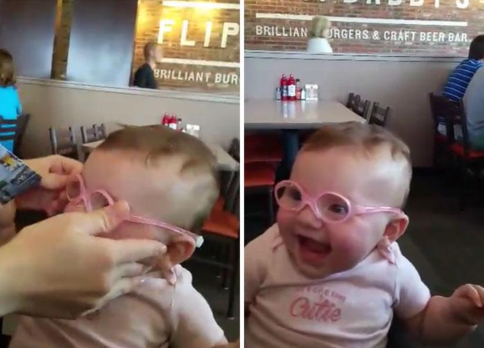 Rozkošné dievčatko uvidelo prvýkrát svojich rodičov. VIDEO