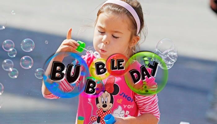 Bubble day! Aj z maličkostí dokážete potešiť ľudí. Mladí na Slovensku to dokázali!