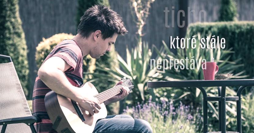Adam Ďurica so svojou ďalšou piesňou s názvom TICHO