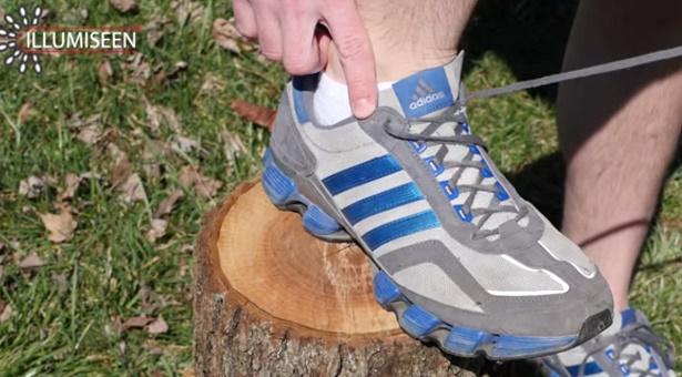 664a4c5be424f Na čo slúži posledná dierka v športovej obuvi?