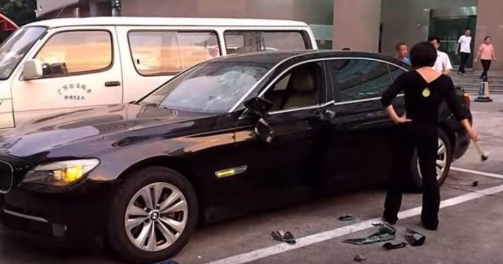 Toto zabolí každého muža. Žena zničila manželovi auto. Prečo?