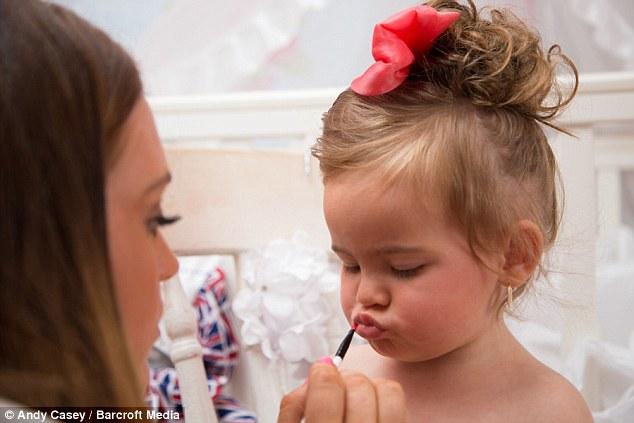 Minnie-Beau má len 22 mesiacov, jej mama z nej spravila modelku!