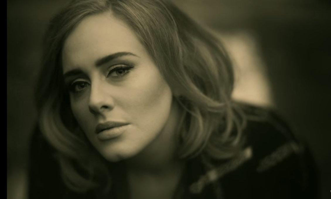 Adele prichádza s krásnym klipom a novým hitom Hello