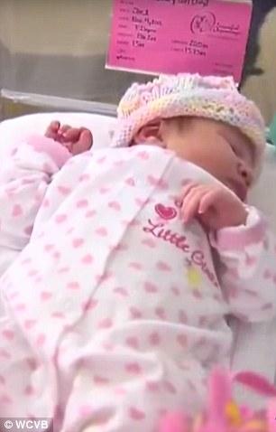 Judy išla k doktorovi s bolesťami žalúdka, o hodinu porodila prvorodenú dcérku