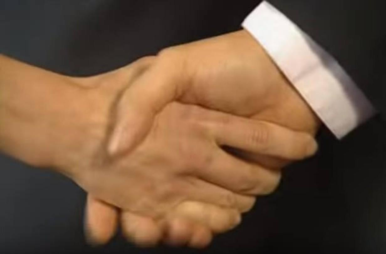 Etiketa slušného správania: Viete, ako správne podať ruku?