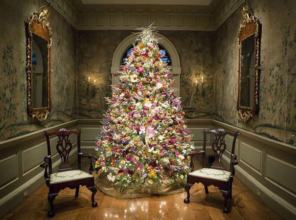 Nový trend! Zdobenie vianočných stromčekov kvetmi