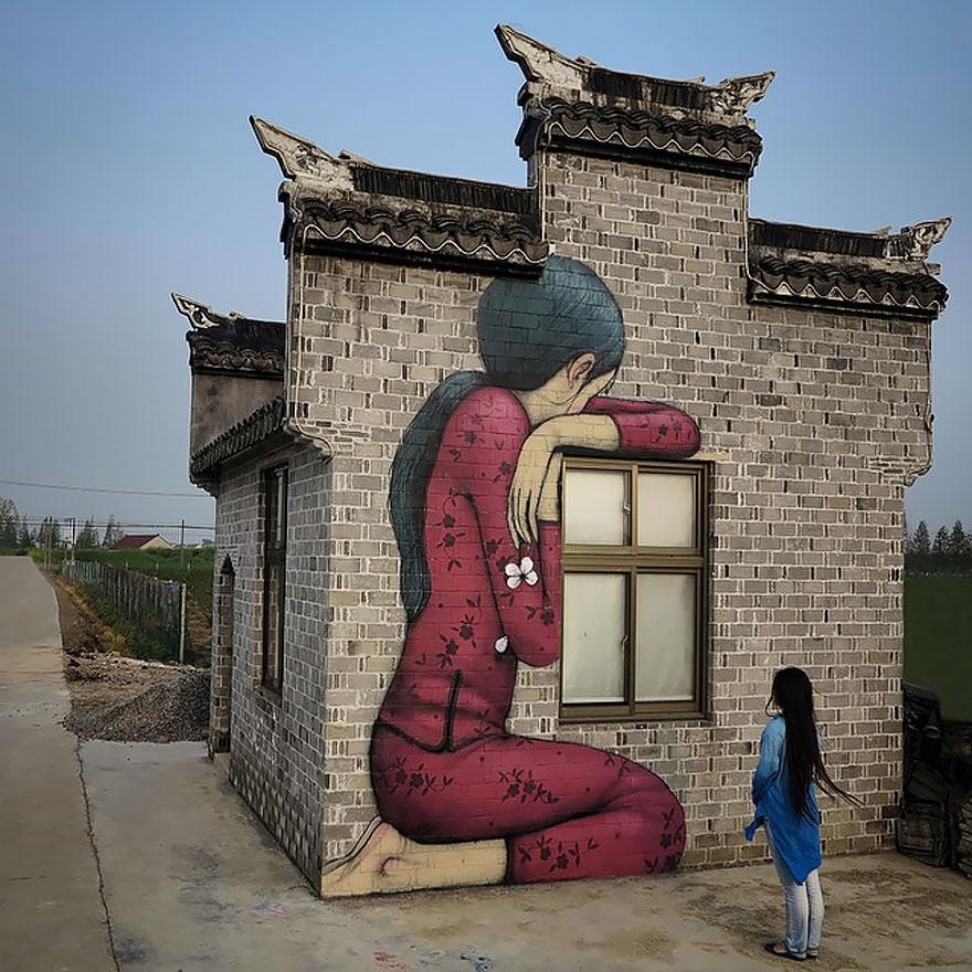 Francúzsky pouličný umelec vnáša život do nudných budov po celom svete