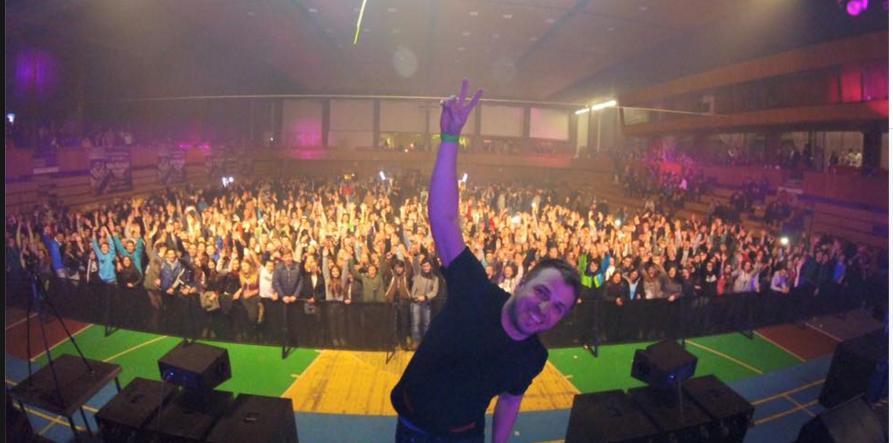 DJ EKG vydáva YEARMIX 2015, ktorý je aj zadarmo na stiahnutie!