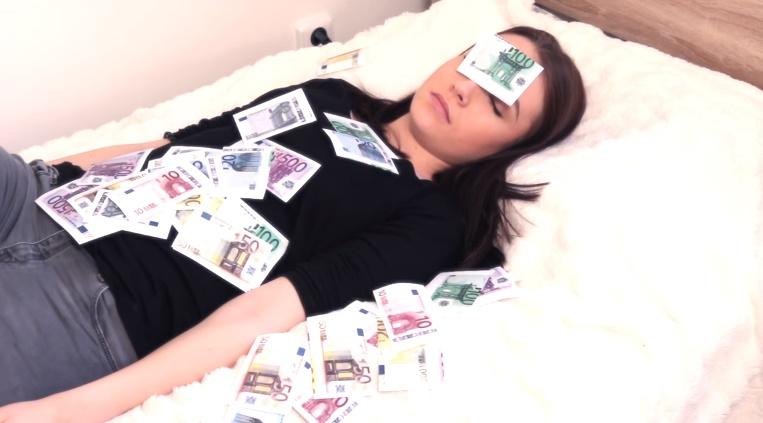 Zapredaní youtuberi! Moma vysvetľuje, ako je to s peniazmi!