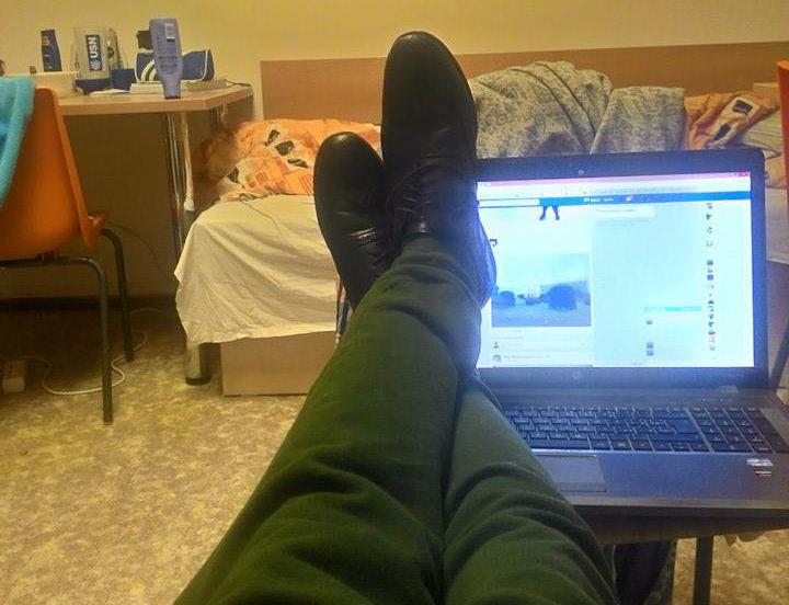 2 páry topánok, alkohol, chlapec a jedna noc