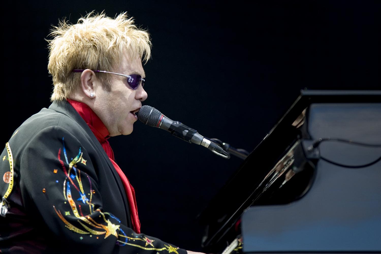 Elton John vydal nový štúdiový album – Wonderful Crazy Night