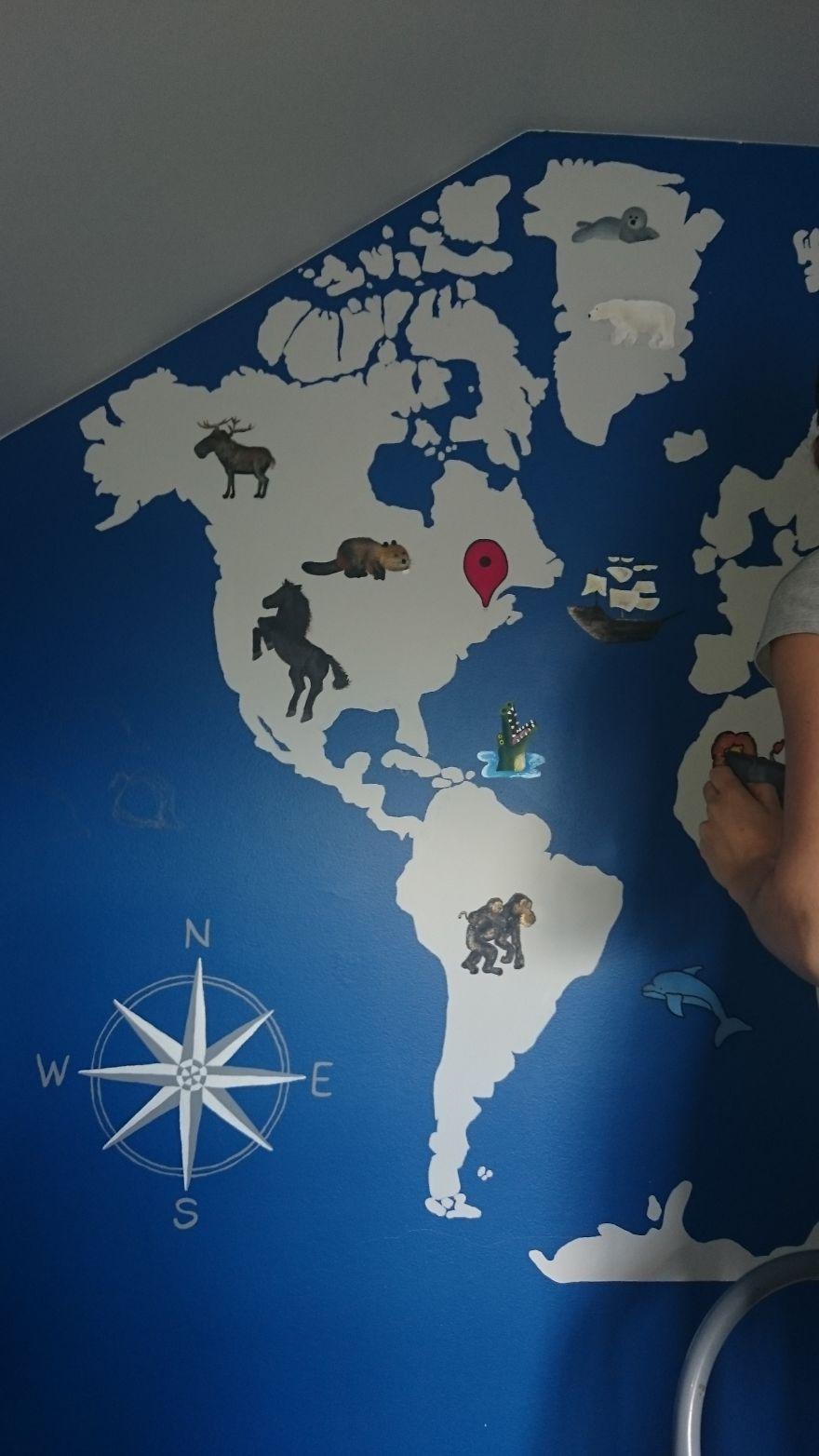 Žena vlastnoručne nakreslila maličkému synovcovi mapu sveta na stenu