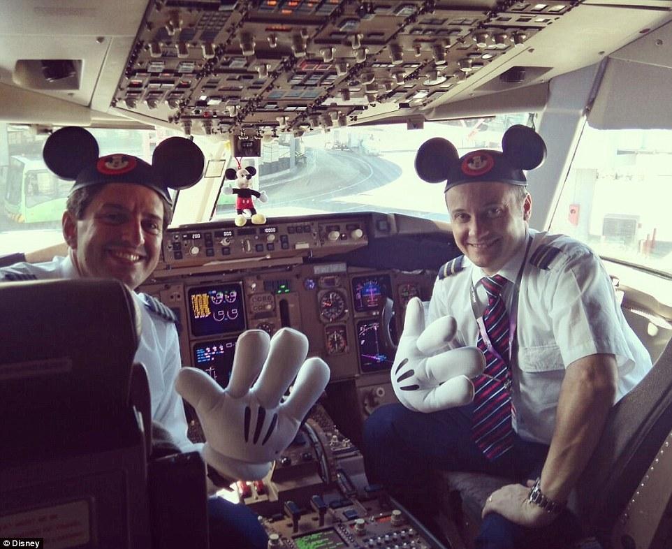 Nezvyčajný Boeing 767-300 patrí Mickey Mousovi a jeho kamarátom!