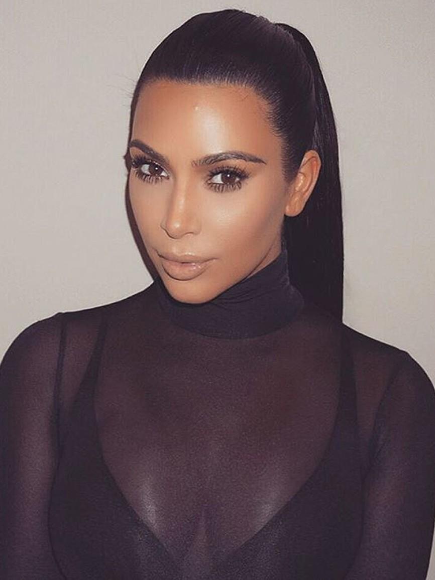 Kim Kardashian prichádza s novým štýlom rolákov. Kúpili by ste si jeden?