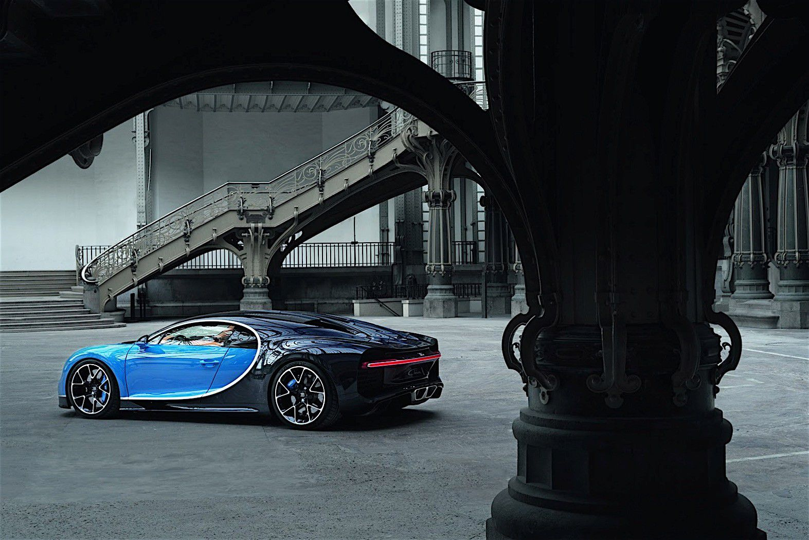 2017-bugatti-chiron-lets-its-quad-turbocharged-w16-loose_51