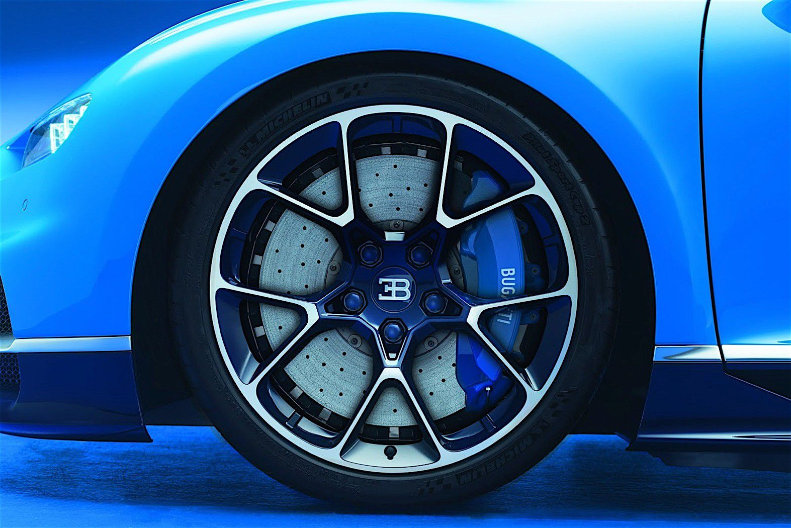 2017-bugatti-chiron-lets-its-quad-turbocharged-w16-loose_7