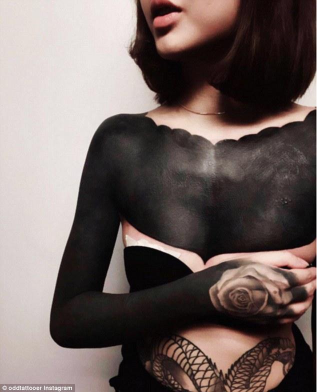 Nová móda? Prichádza vlna Full Body Blackout Tattoos! Pre niekoho nádhera, pre iného nepochopiteľné zničenie krásy…