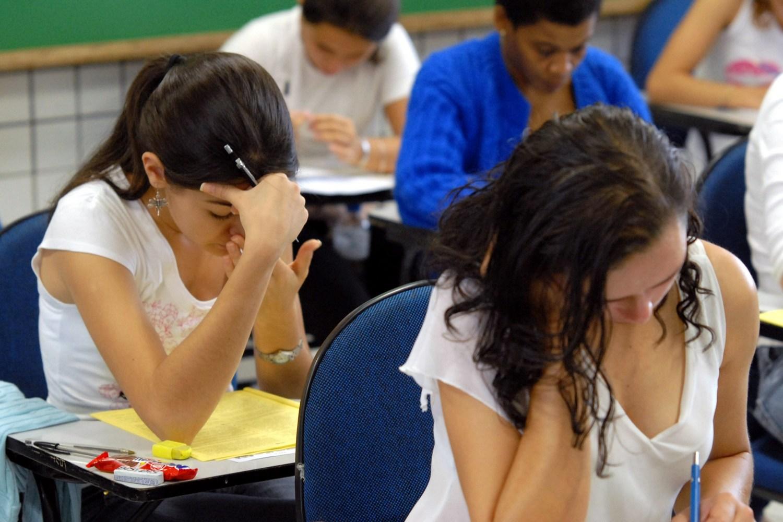Písomná maturitná skúška čaká tento týždeň viac ako 45-tisíc maturantov