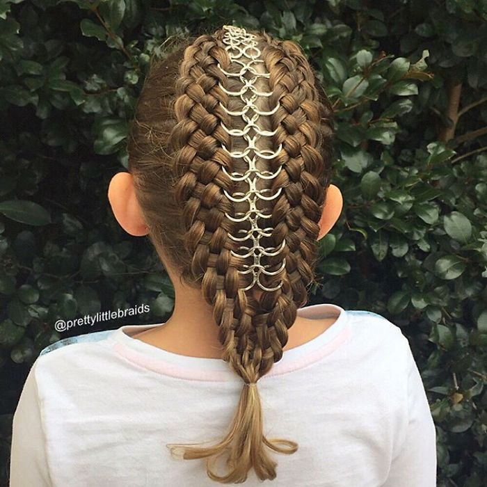 mom-braids-unbelievably-intricate-hairstyles-every-morning-before-school-12__700