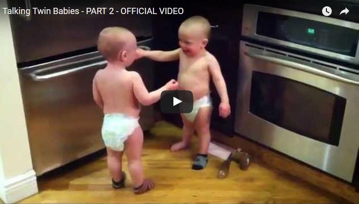 Pripomeňme si: V jednom z najvirálnejších videí internetu sa hádajú batoľatá :-)