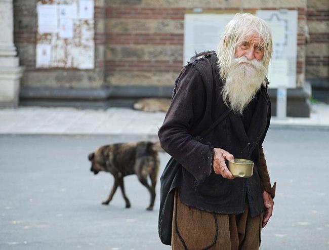 Archívne zábery prezradili o 101-ročnom dobrosrdečnom bezdomovcovi z Bulharska šokujúce informácie!
