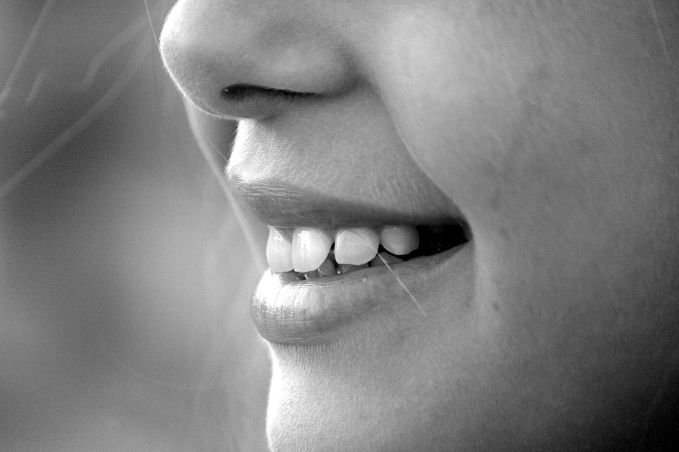 Tajomstvo bielych zubov odhalené! Spočíva v týchto potravinách