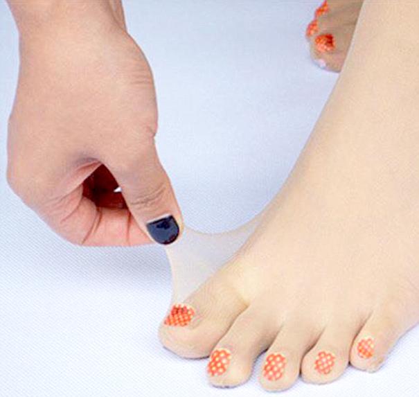 toe-nail-art-polish-stockings-japan-1-JKFZbM