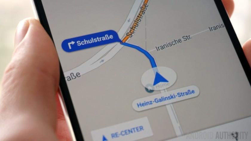 Google Mapy prichádzajú s novinkou. Hľadanie za pochodu!