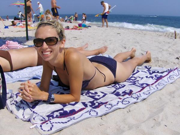Sunbathing_at_Jones_Beach
