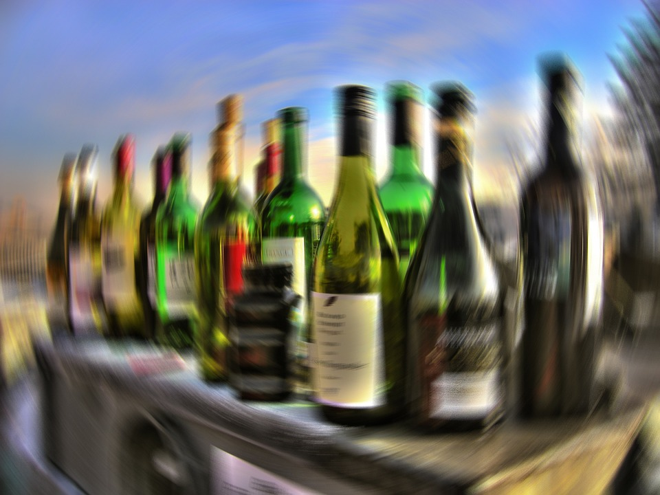 Zaujímavosti o alkohole, ktoré môžete rozoberať s kamošmi pri stole
