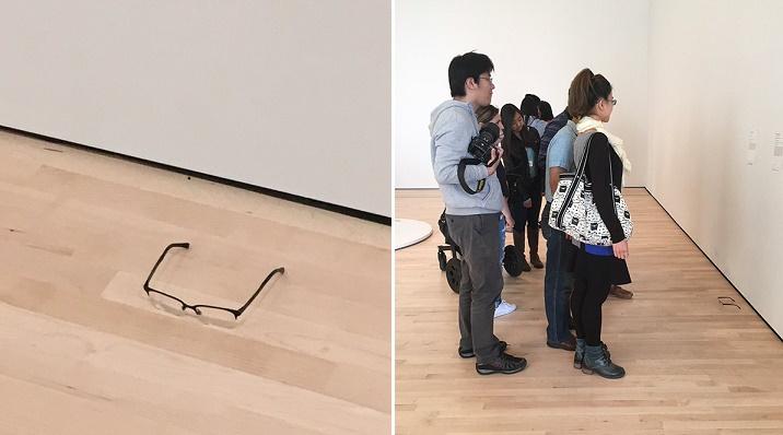 Obyčajno-neobyčajné okuliare: Z ničoho nič sa ocitli v múzeu a takto na ne reagovali návštevníci