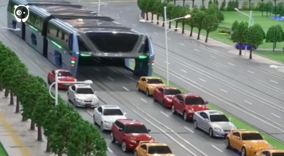Vyvýšený Transit Elevated Bus možno vyrieši dopravné zápchy v Číne