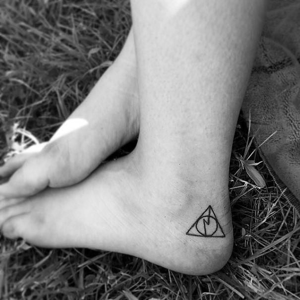 tiny-foot-tattoo-ideas-94-57514ffe97788__605