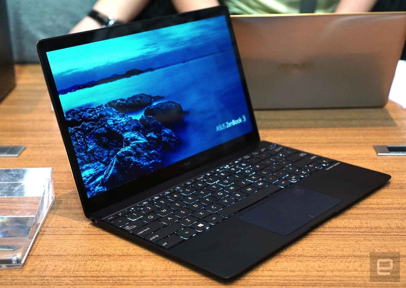 Asus ZenBook 3 tromfol MacBook! Čím prekvapil?