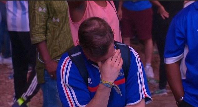Keď sa francúzsky fanúšik po finálovom zápase rozplakal, utešil ho malý Portugalčan