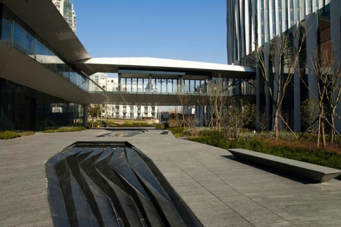 Moderná architektúra: V Číne mení mrakodrap SOHO odtieň podľa slnka