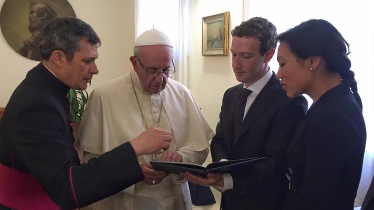 Zuckerberg na návšteve u pápeža. O čom diskutovali?