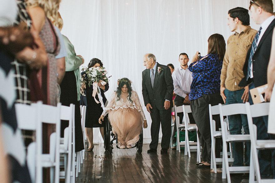 Nevesta prekvapila svadobčanov. Postavila sa na vlastné nohy!