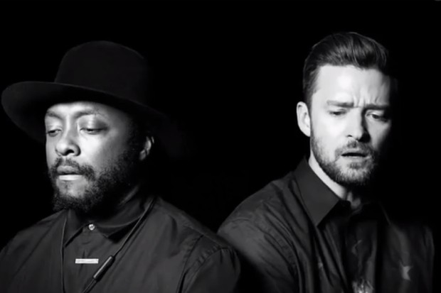 """The Black Eyed Peas sa opäť pýta sveta, kde je láska v zmodernizovanej skladbe """"Where Is The Love?"""""""