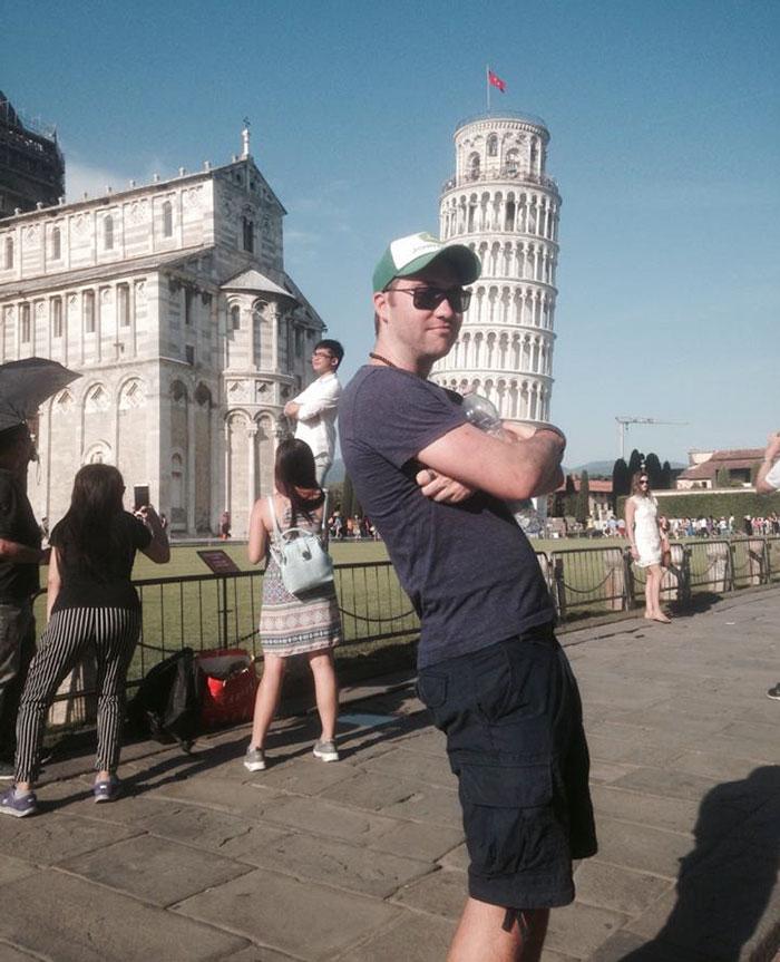 Šikmá veža v Pise: Mladík trollil turistov. Má najlepšie zábery!