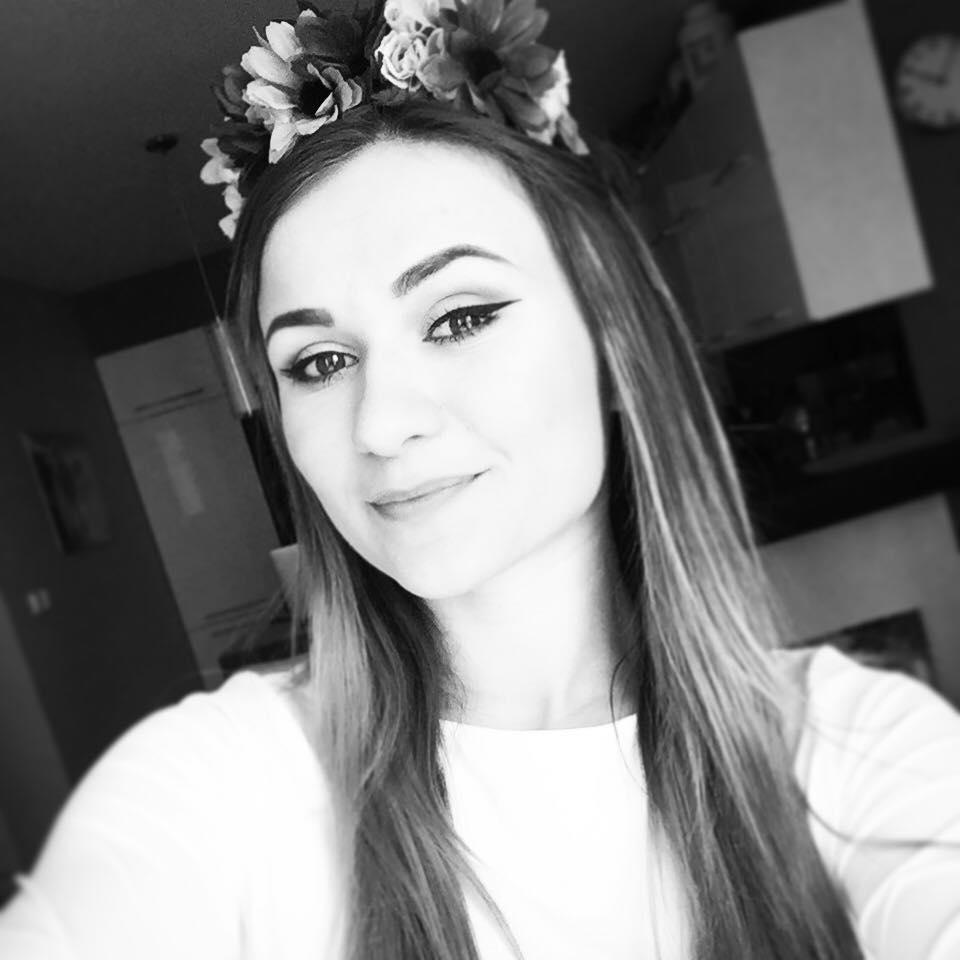 Oklamaná youtuberka LucyPug má hlavu v smútku, jej fanúšička sa s ňou kruto zahrala!