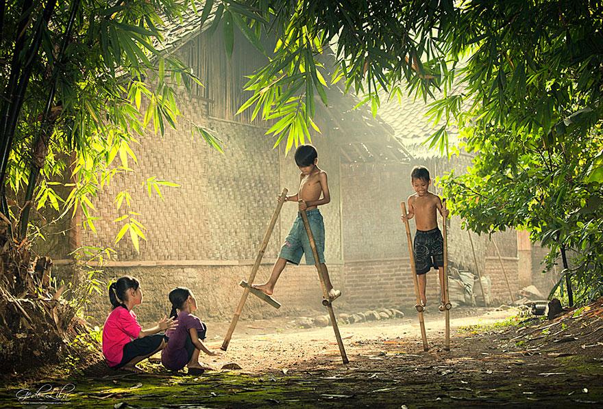Žiadne počítačové hry! Magické fotografie detí z rôznych kútov sveta, ako si užívajú detstvo