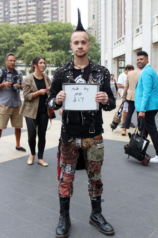 Okoloidúci prezradili, koľko dolárov stál ich outfit. Aká je skutočná cena štýlu?