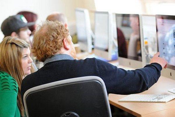 Slováci odporúčajú pracovné ponuky svojim blízkym a známym. Od polovice septembra ich odoslali až 17 426