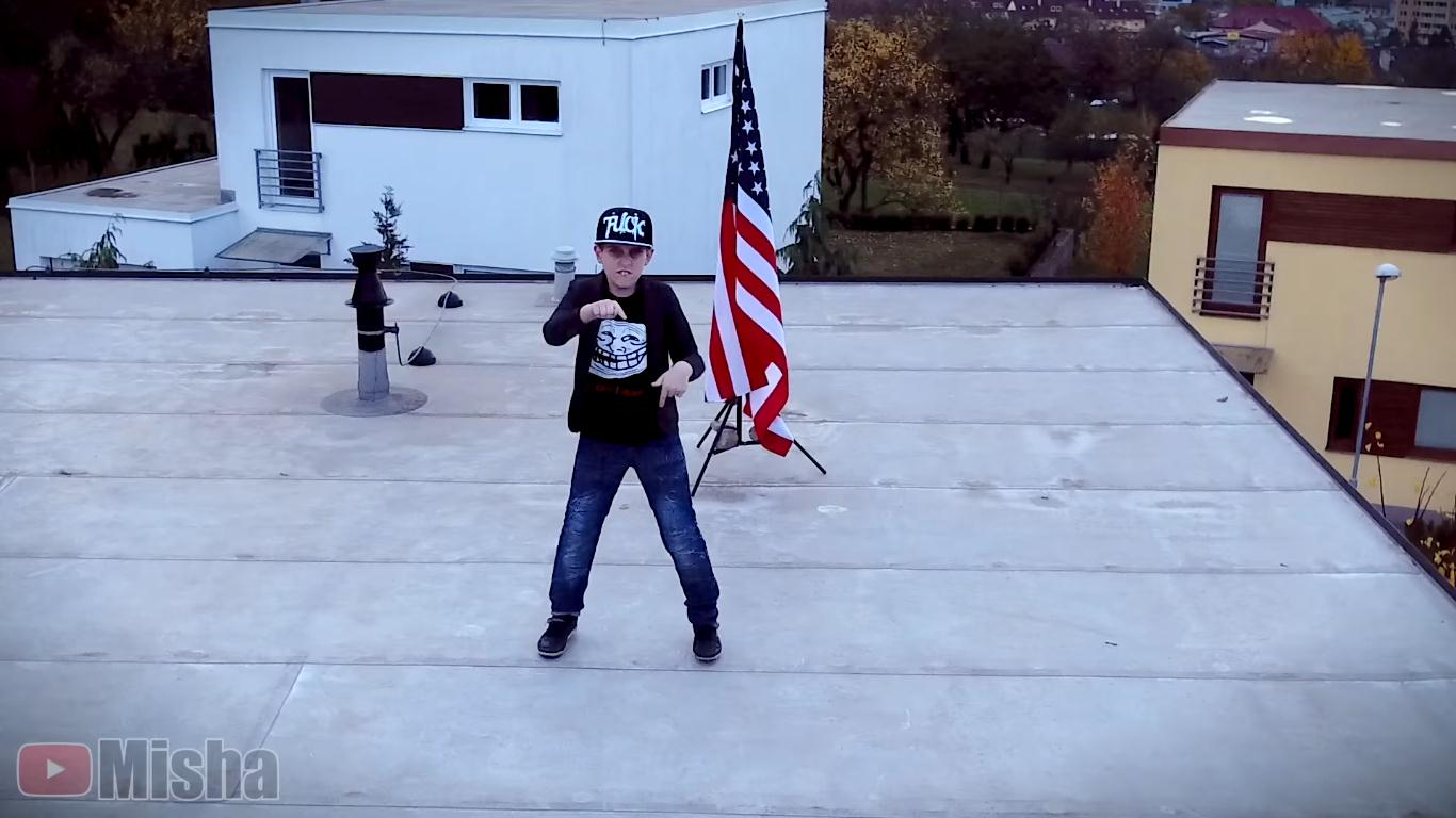 Youtuber Misha sa v novej pesničke vyjadril ku kandidátom na amerického prezidenta