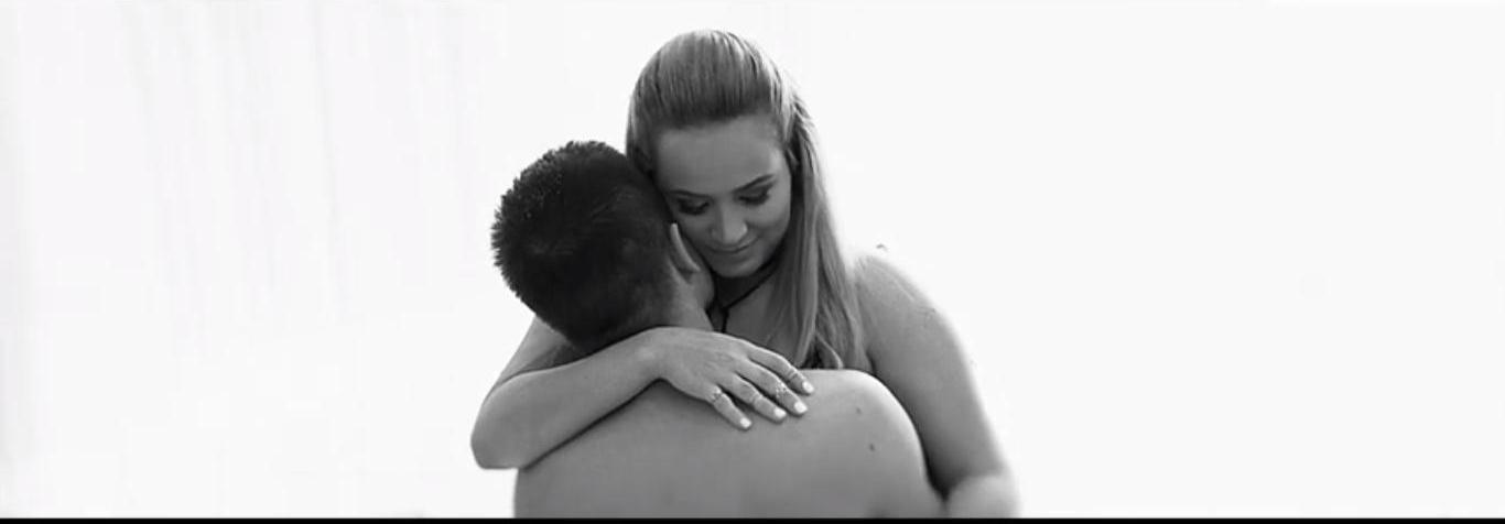 Dominika Mirgová vydala čiernobiely klip ku krásnej skladbe Objím ma