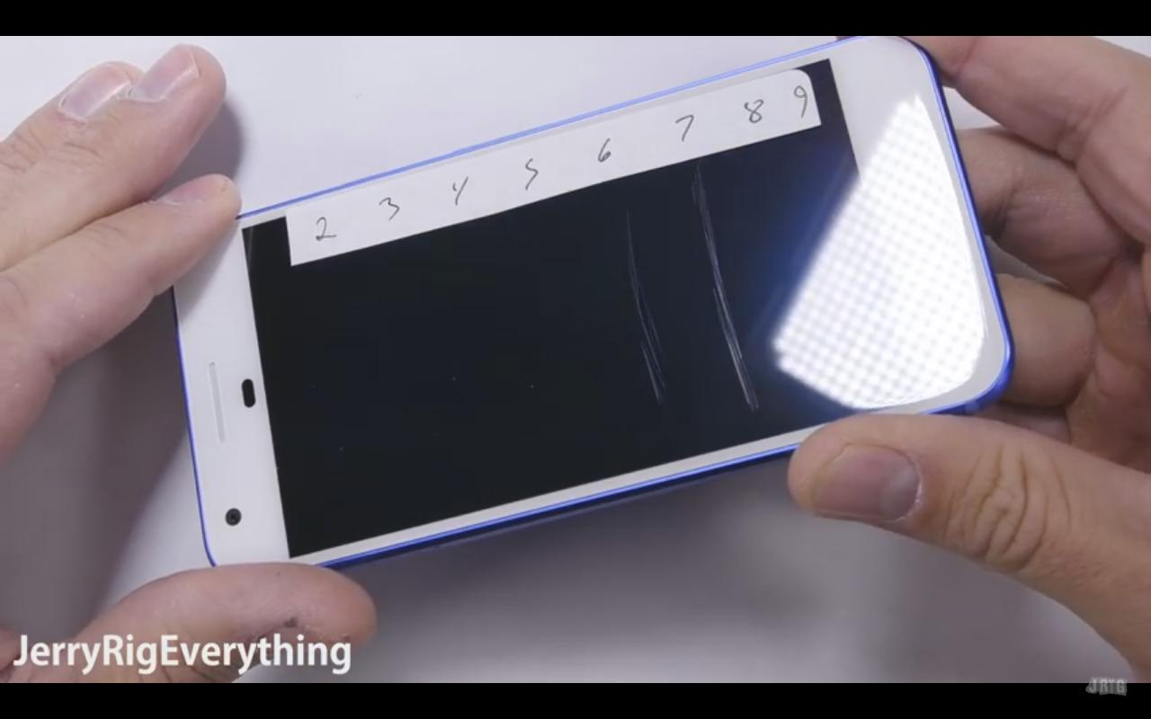 Smartfón Google Pixel sa podrobil deštrukčným testom!