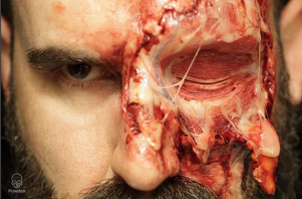 Len pre silné povahy: Make-up artista vytvára poriadne desivé make-upy!